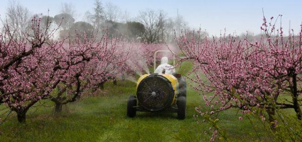 L'UFC-Que Choisir de la Manche demande de meilleures chartes d'épandage de pesticides.